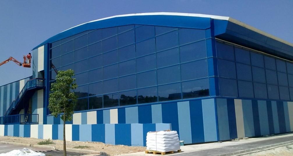Fachada para piscina municipal grupo cubor for Piscina municipal de valencia